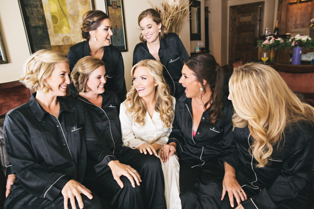 picture of a brideand bridesmaids